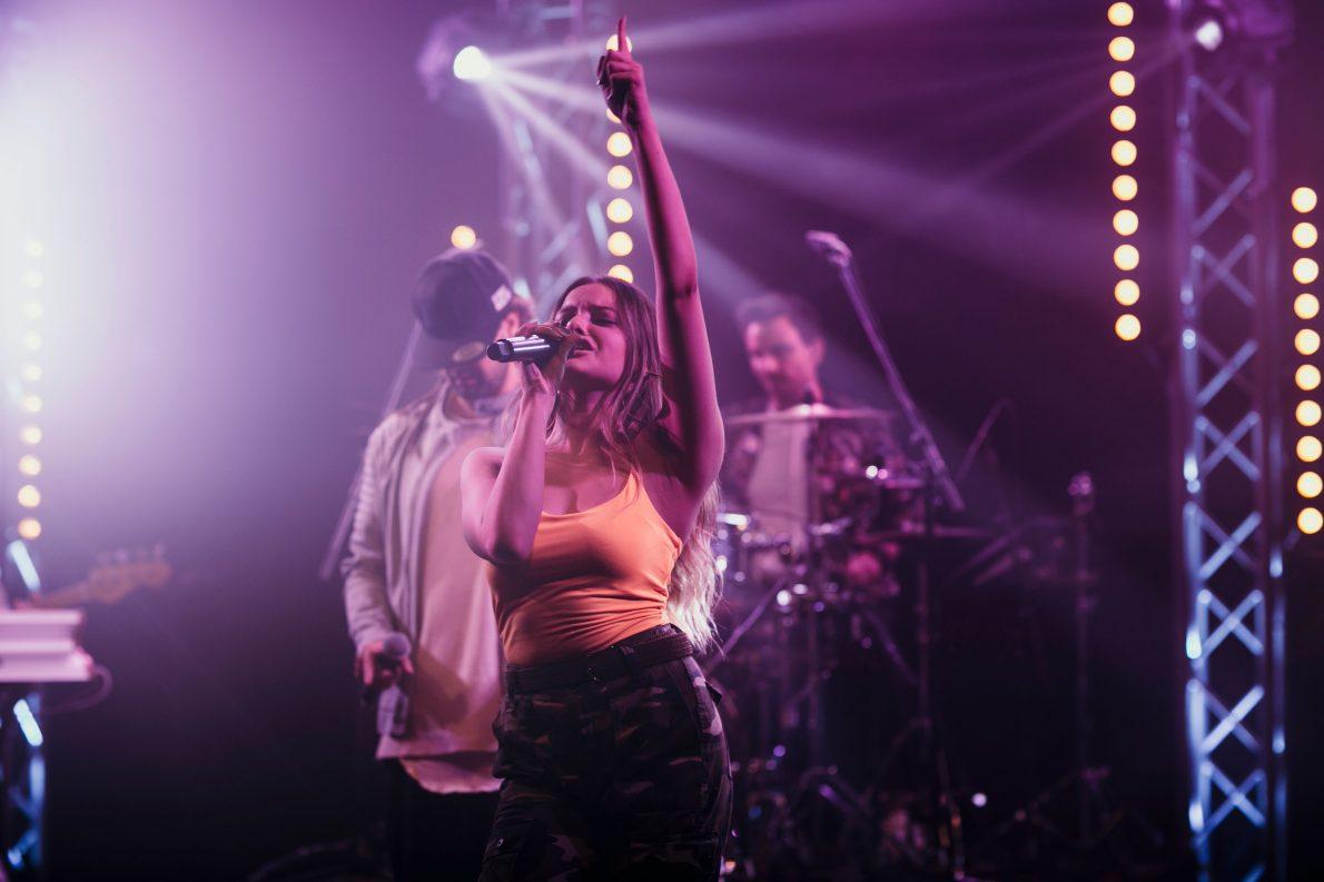 Sängerin einer Live-Band