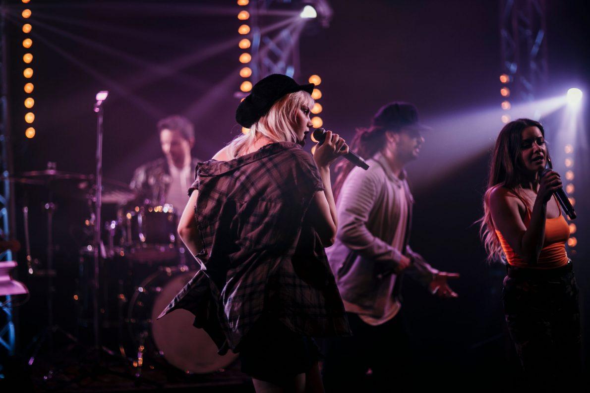 Eventband bei Livekonzert auf der Bühne